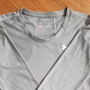 Fitted under Armour long sleeve heat gear small